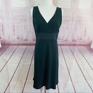 Ann Taylor Black Sleeveless V-neck Dress Size 6P